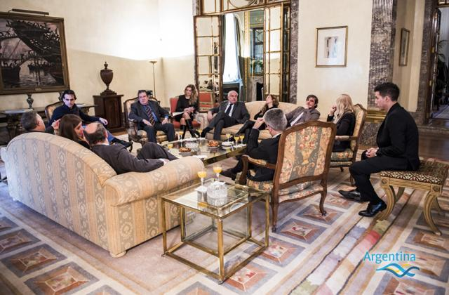 Encuentro del embajador puerta con periodistas argentinos - Consulado argentino en madrid telefono ...